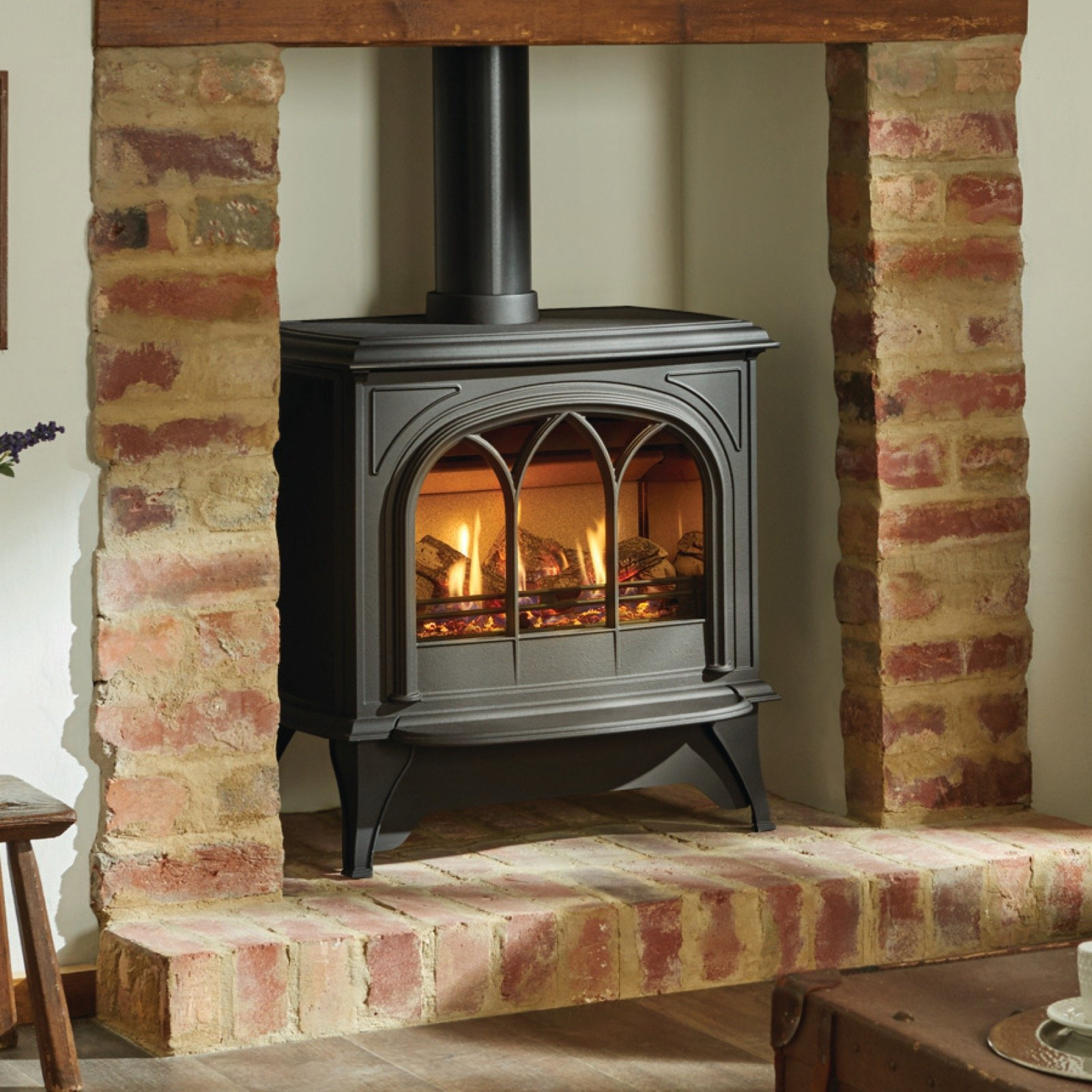 Gazco Huntingdon 40 Matt Black Tracery Door Log Effect