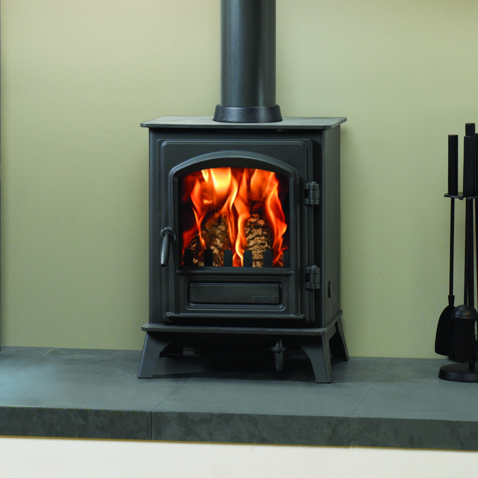Stovax riva plus small wood burning stove simply stoves for Most efficient small wood burning stove